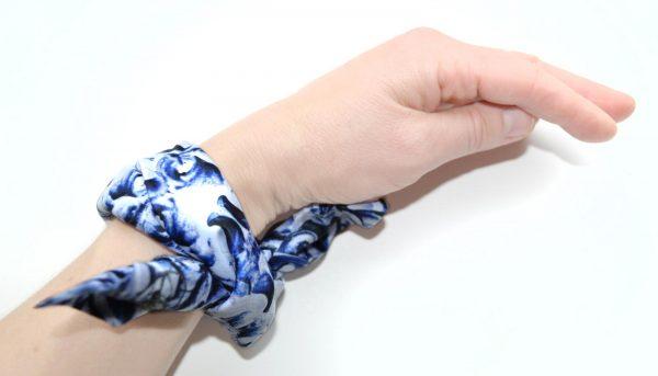 Ornamentblue_hand